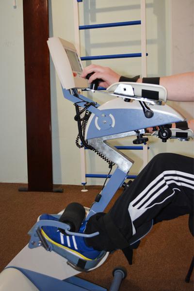 Восстановление больных после инсульта на специальном аппарате с БОС