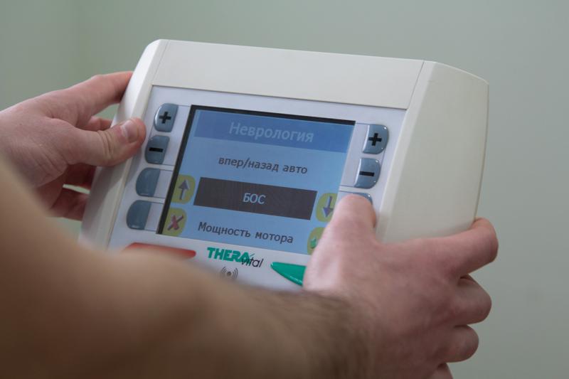 Монитор позволяет задавать нужные параметры тренировки. Имеет несколько режимов работа, например, неврология.