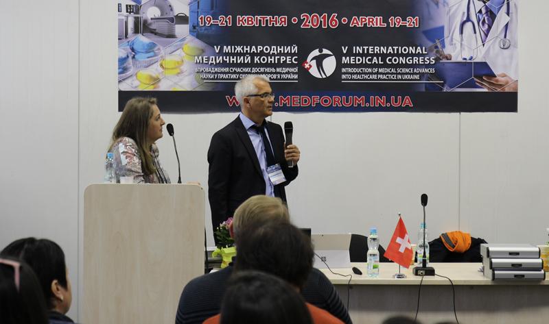 Доктор Пьянтковский на конференции по ударно-волновой терапии в Киеве. Доклад фасциальная терапия с помощью технологии Spine-actor.