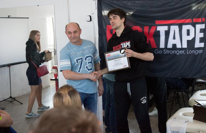 Вручение сертификата международного образца врачу медицинского центра Аватаж Душенко Владимиру.