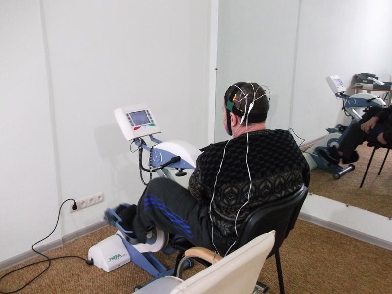 Процедура микрополяризации мозга в сочетании с механотерапией