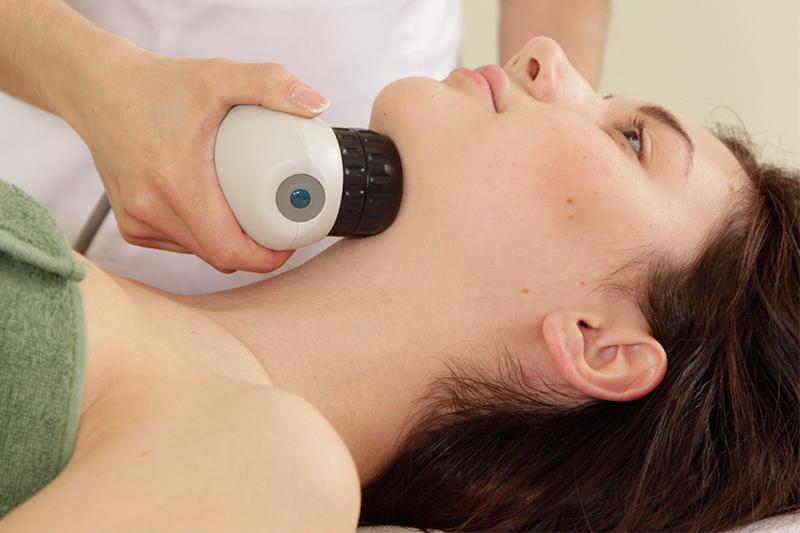 Процедура биомеханической стимуляции лица, подтяжка подбородка.