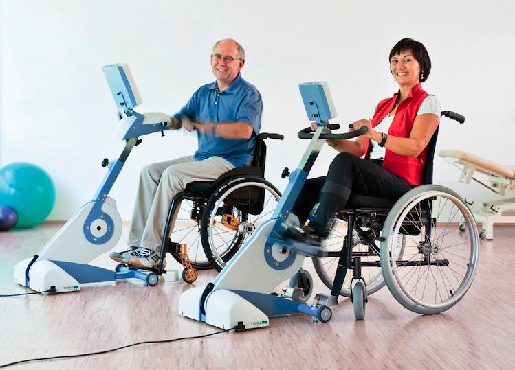 Тренажеры для тренировки ног и рук у спинальных пациентов.