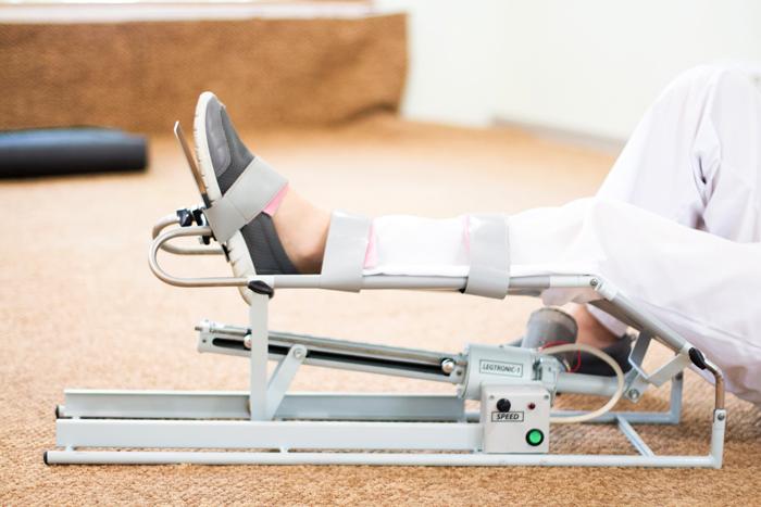 Тренажеры для длительной разработки суставов ноги в том числе и тазобедренного.