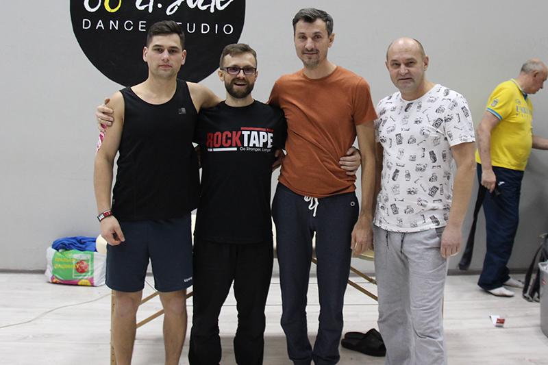 Преподаватель новой концепции кинезиотерапии FMT Movability Максим Панкратов и реабилитологи медицинского центра Аватаж