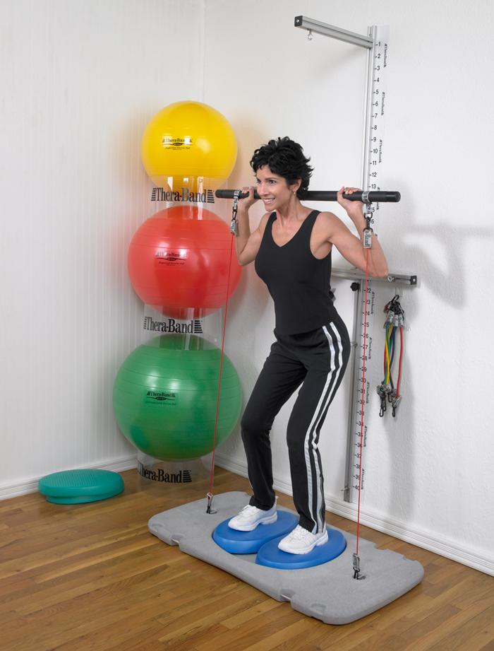 Тренажер Thera-Band (Тэра-Бэнд) позволяет тренировать практически все группы мышц тела.
