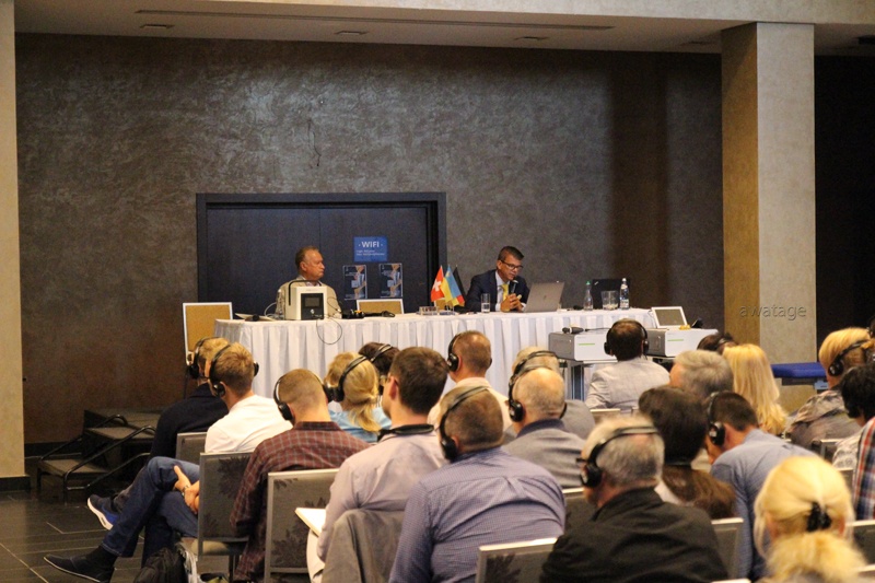 """Доклад президента немецкой ассоциации ударно-волновой терапии, доктора медицины Karsten Knobloch на тему """"Мультидисциплинарные показания для ударно-волновой терапии. Обзор исследований."""